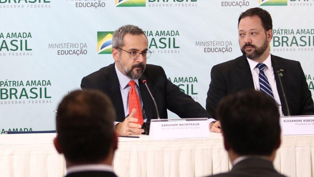 El ministro de Educación brasileño emite un documento oficial con faltas ortográficas