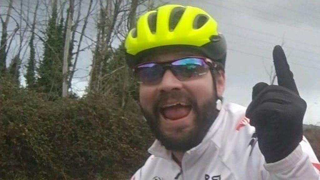 """La petición de ayuda de un ciclista en Facebook tras sufrir un accidente: """"No soy de subir fotos enseñando el culo, pero esta situación lo requiere"""""""