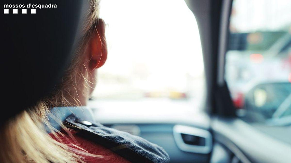 Detenido un taxista por una presunta agresión sexual a una mujer cuando volvía a su casa en Barcelona