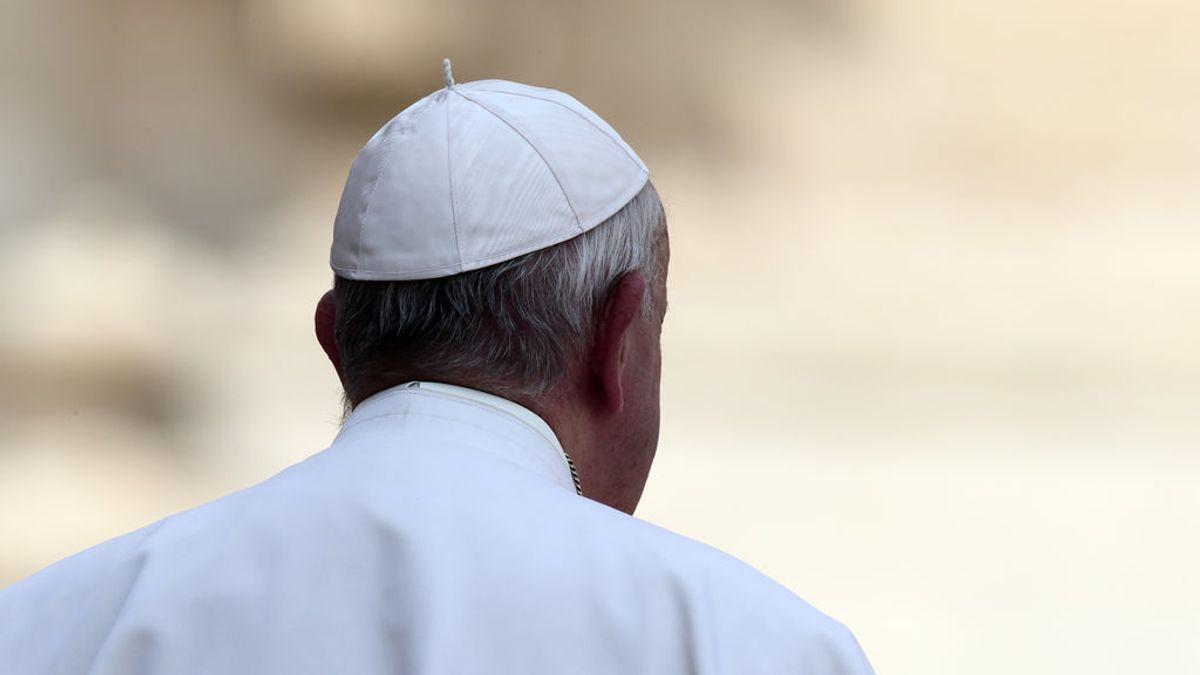 El Papa llega tarde al Ángelus tras quedarse encerrado en un ascensor del Vaticano 25 minutos