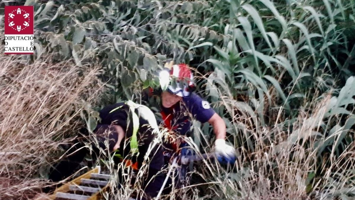 Rescatan a tres jóvenes atrapados en un barranco de ocho metros de profundidad en Castellón