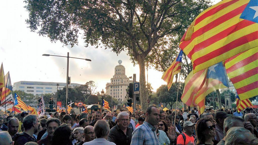 """Un grupo de 52 diputados franceses critica """"la represión de los electos catalanes"""" en España"""