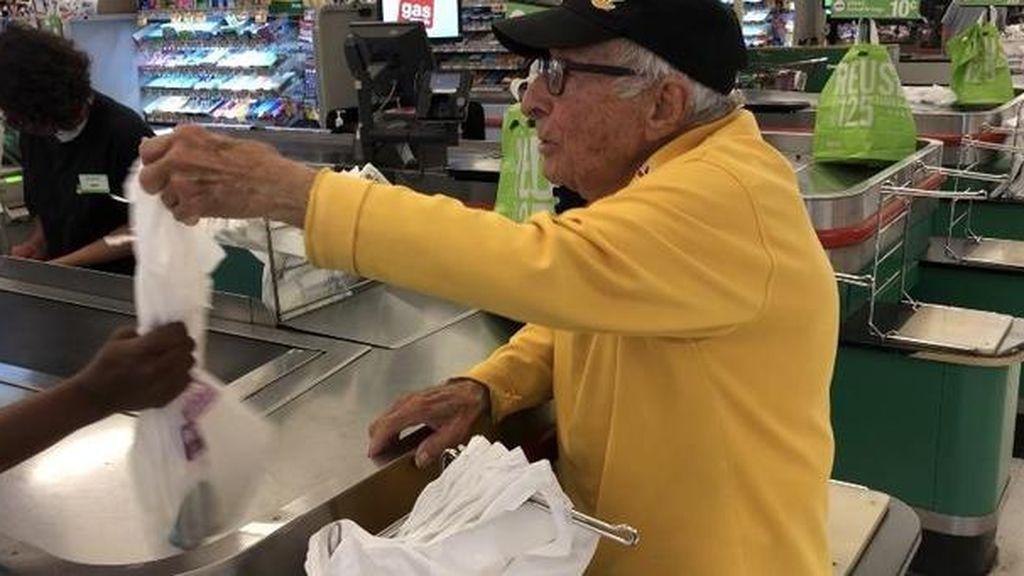 Bennie, el trabajador de 98 años que no quiere jubilarse