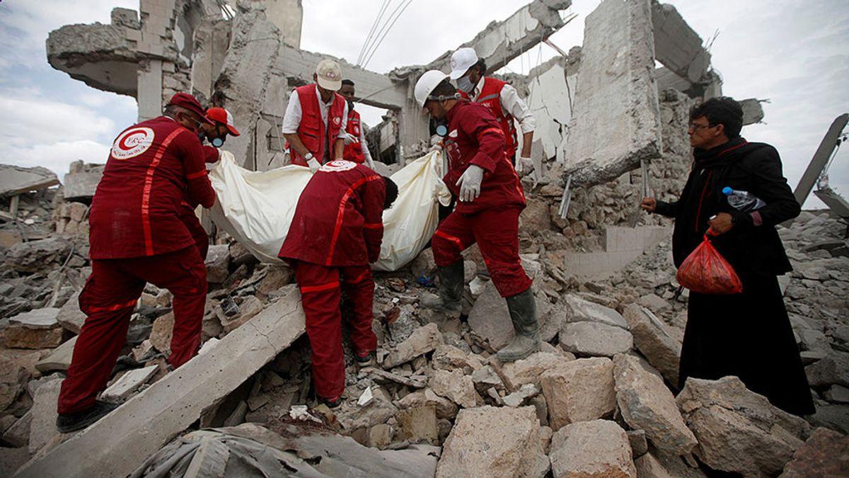 Al menos 100 muertos en una prisión de Yemen por un ataque de la coalición liderada por Arabia Saudí