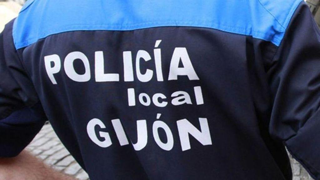 """Detienen a una mujer que deambulaba """"completamente ebria"""" con su hija por las calles de Gijón"""
