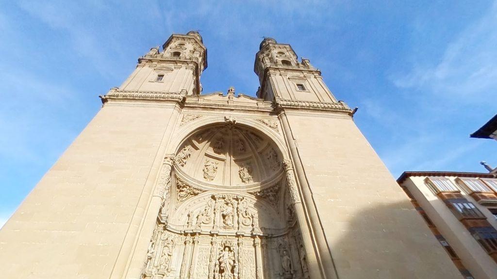 Resulta herida una niña de 10 años tras el desprendimiento de varios cascotes de la Concatedral de Logroño