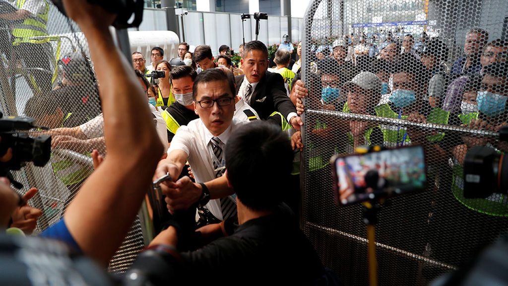 Los manifestantes toman  Hong Kong pese a la represión china