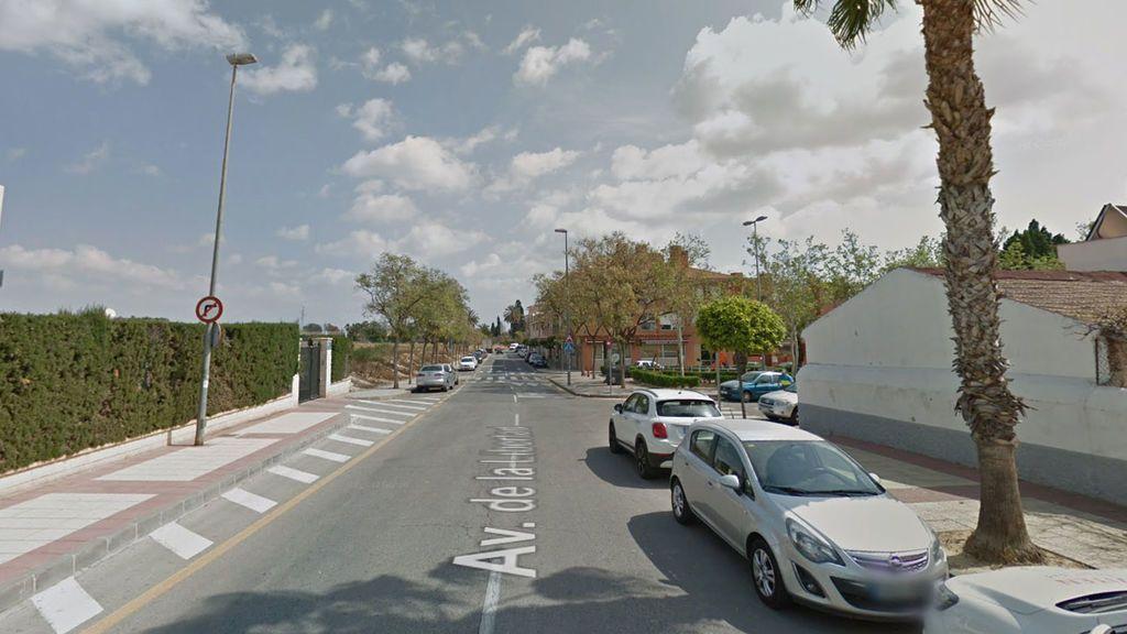 Dos hombres apuñalan en plena calle a una mujer en Murcia