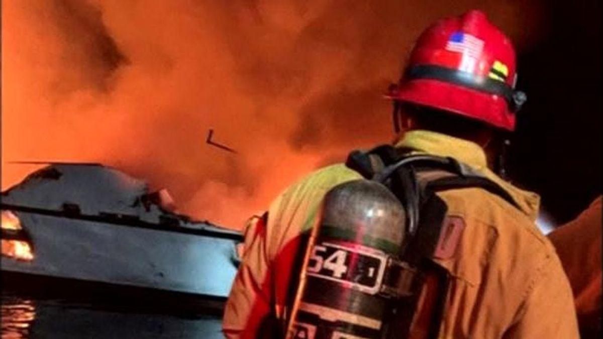 25 muertos y 9 desaparecidos tras el incendio de un barco en California