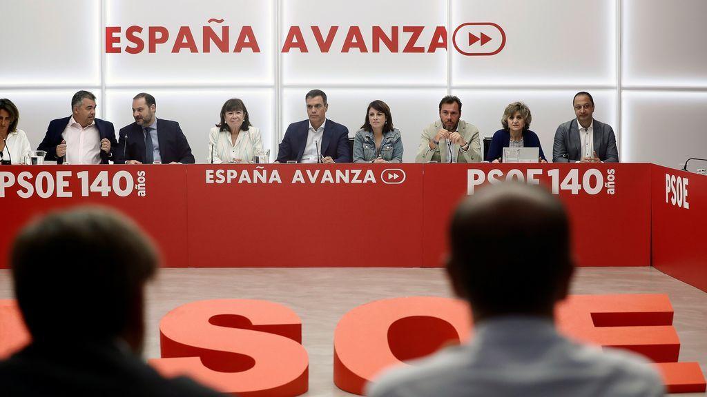 Otro brindis al sol: Sánchez ofrece cargos institucionales a Podemos pero le veta en el Consejo de Ministros
