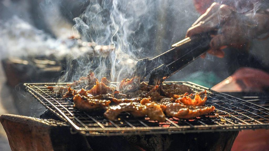 Una mujer vegana denuncia a sus vecinos por el olor a carne y pescado que emanan sus barbacoas