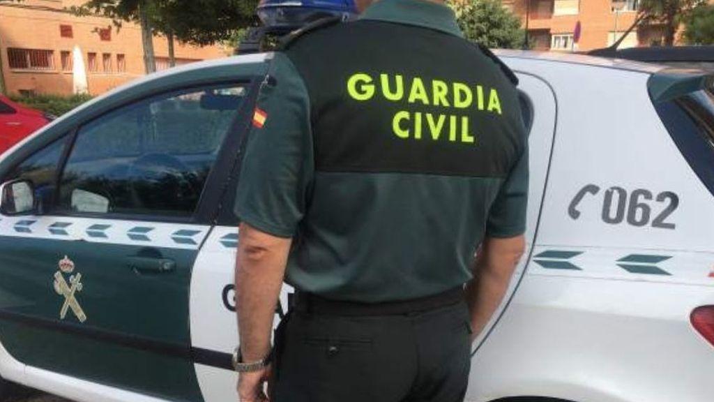 Mata presuntamente a puñaladas por la espalda a un hombre en Granada y logra huir
