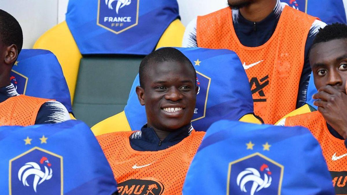 """La familia de un aficionado del Chelsea se rinde a Kanté tras acudir por sorpresa a su boda: """"Se merece todo lo que tiene"""""""