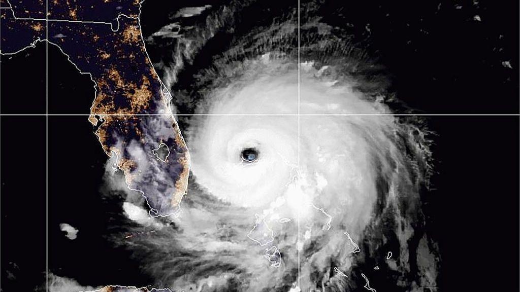 'Efecto estadio': por qué hay tanta calma en el interior de un huracán de categoría 5
