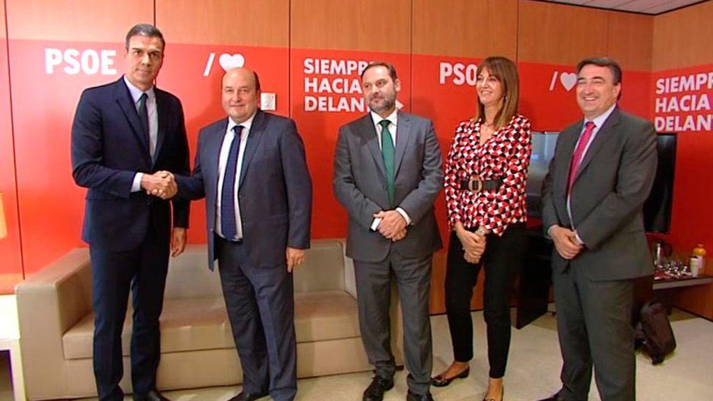 Sánchez, con los representantes del PNV en Ferraz