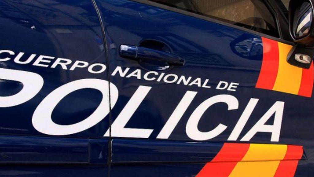 Encuentran a un hombre muerto en Ciudad Lineal con las piernas devoradas por su perra