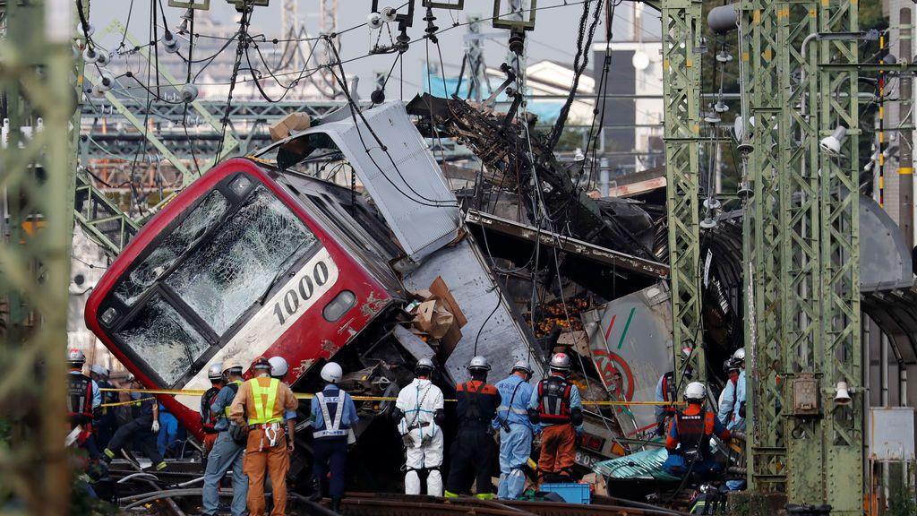 Un  muerto y 30 heridos en el choque de un tre con un camión en la ciudad japonesa de Yokohama