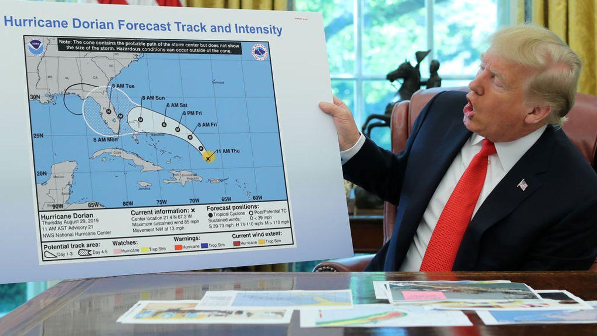 Trump, de hombre del tiempo falsea un mapa  de la trayectoria del huracán Dorian