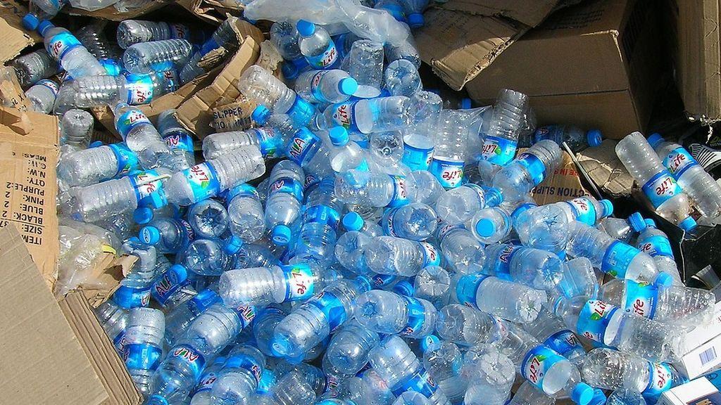 Alba, la máquina que promueve el reciclaje: da dinero por cada botella de plástico reciclada