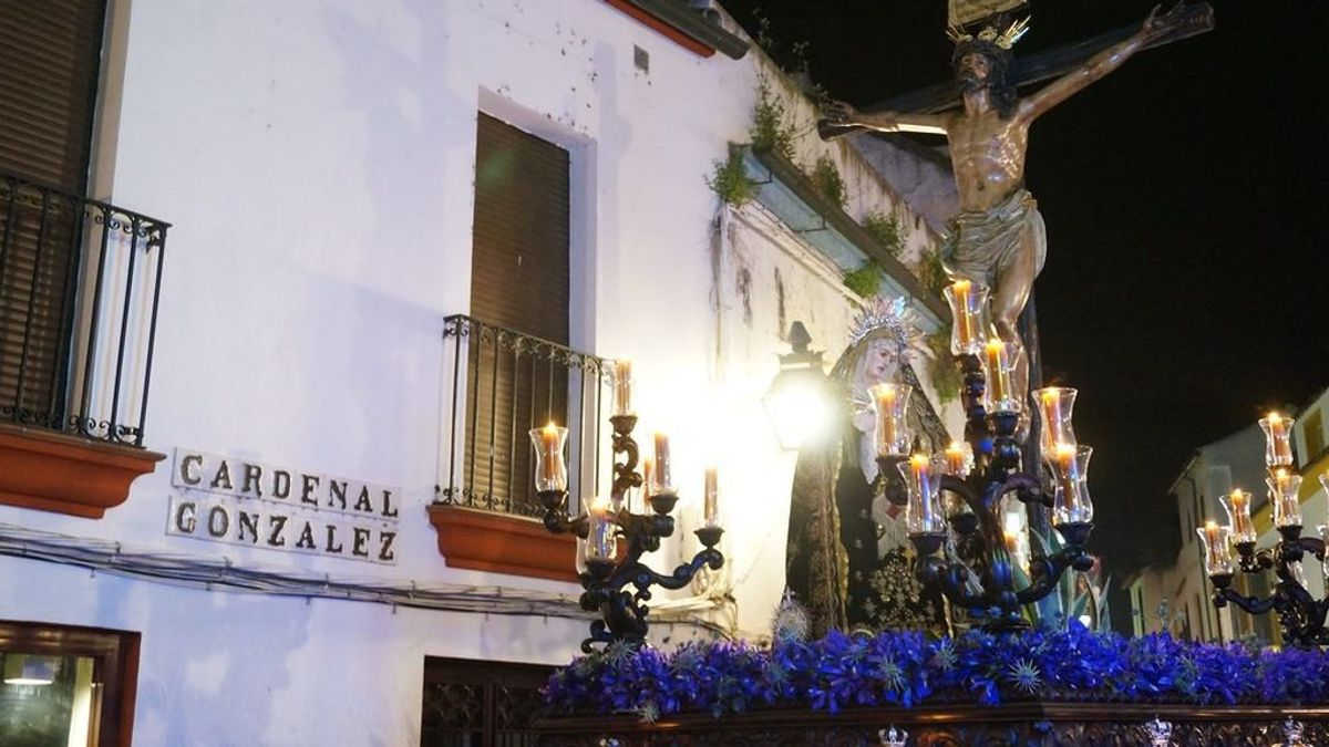 Procesión recorre las calles de Córdoba