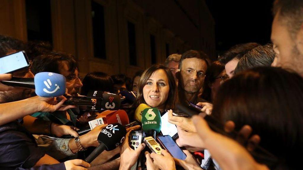 """Podemos sale de la reunión con el PSOE """"preocupado""""  ante las posiciones """"inamovibles"""" de Carmen Calvo"""