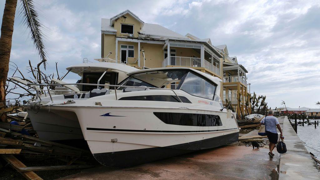 Las consecuencias del huracán Dorian en Bahamas han dejado barcos  en las aceras (prueba)