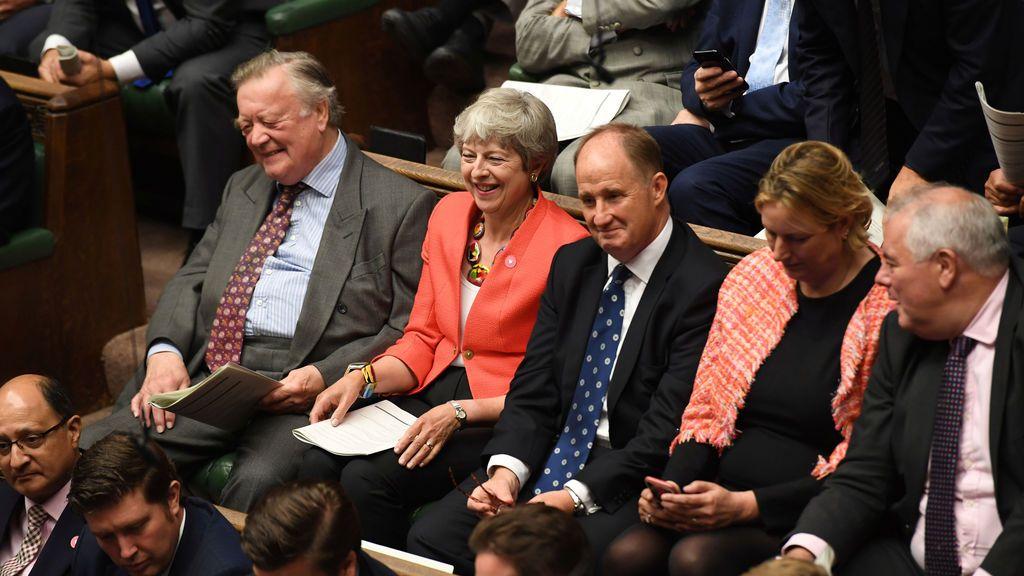 Theresa May, testido de las derrotas de Boris Johnson