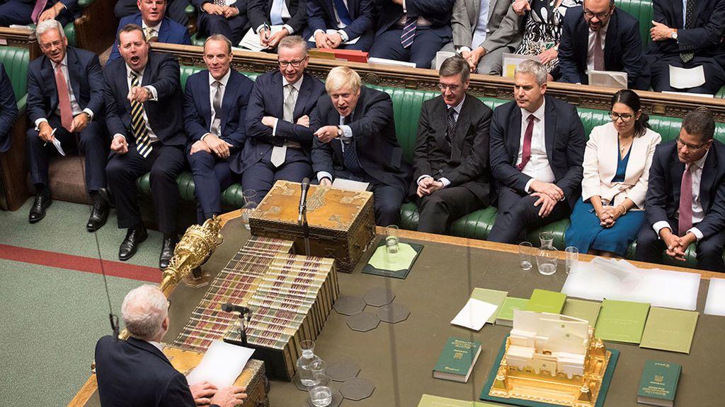 Johnson y Corbyn, enzarzados por la fecha electoral