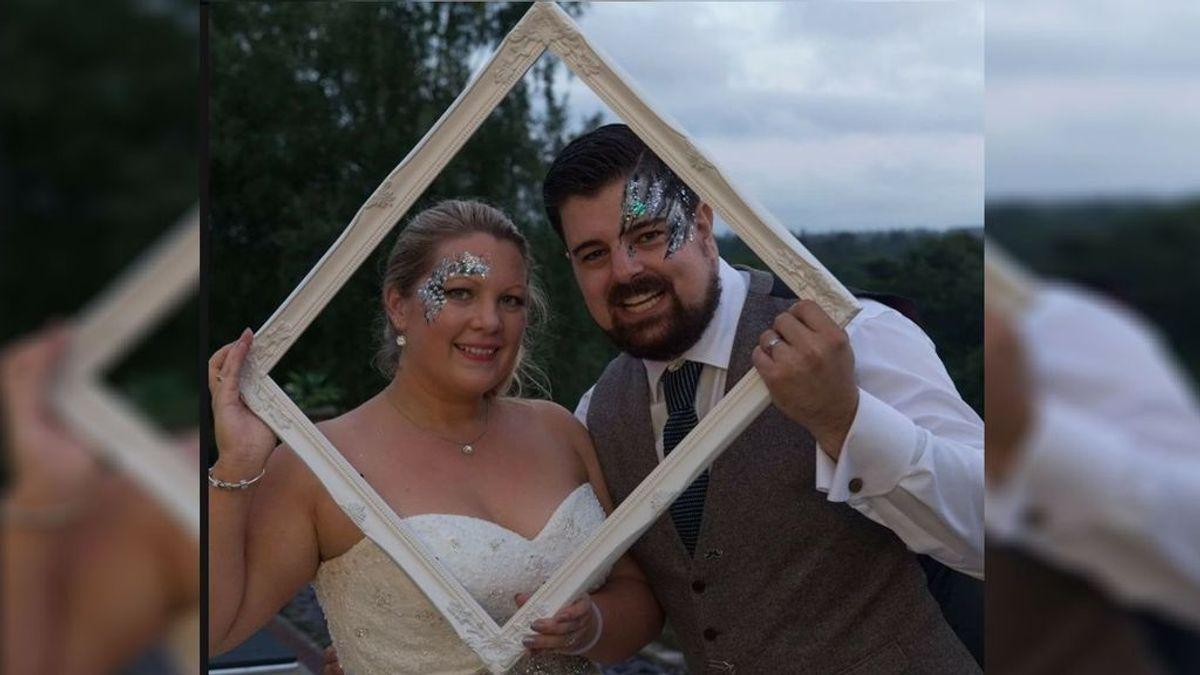 Un hombre acuchilla a su esposa tras pedirle que se tapara los ojos para darle 'una sorpresa'