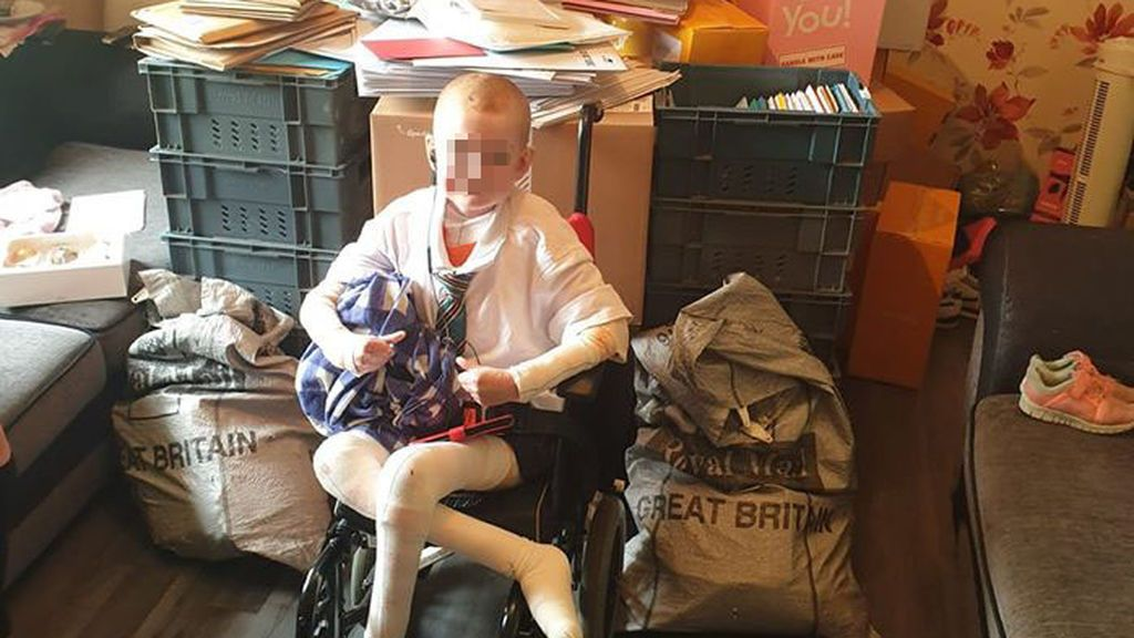 """Un niño enfermo recibe miles de felicitaciones de cumpleaños tras decir a su madre que """"ya había vivido suficiente"""""""