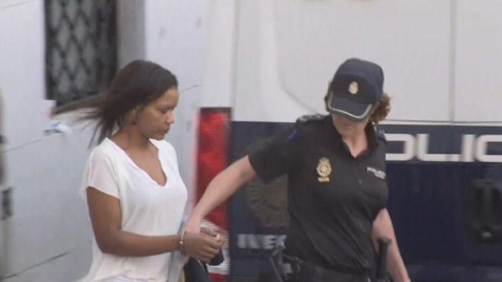 Ana Julia llega al juicio con nuevo look más suave y estilizado: la defensa dice que solo quiso callarle