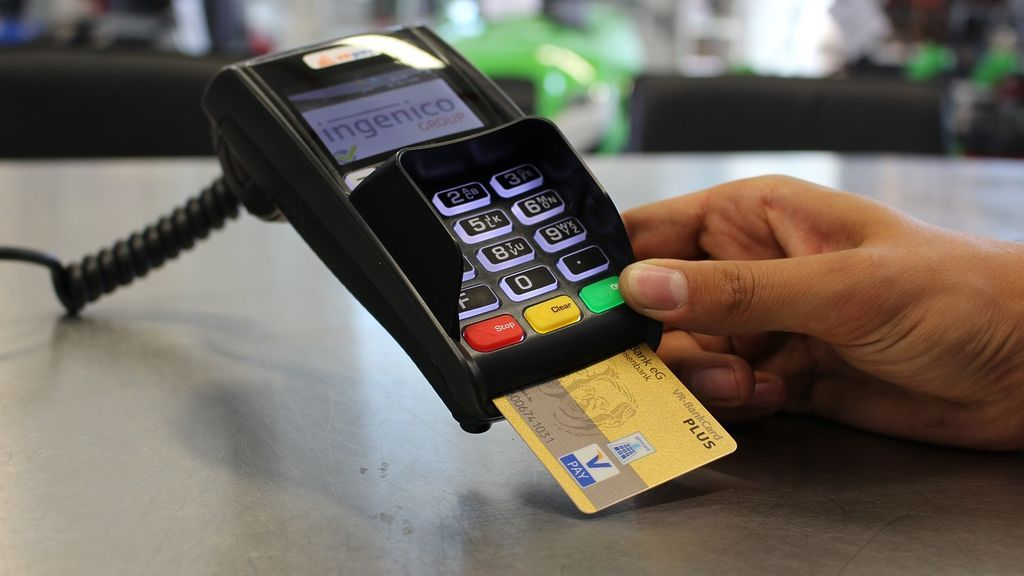 La buena memoria le permitió ser ladrón: un cajero estafó a 1300 clientes memorizando sus datos de la tarjeta