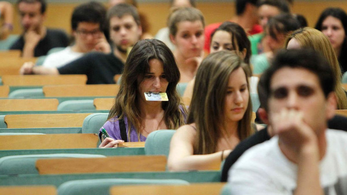 Las tituladas universitarias españolas ganan el 82 % del salario de los hombres con los mismos estudios