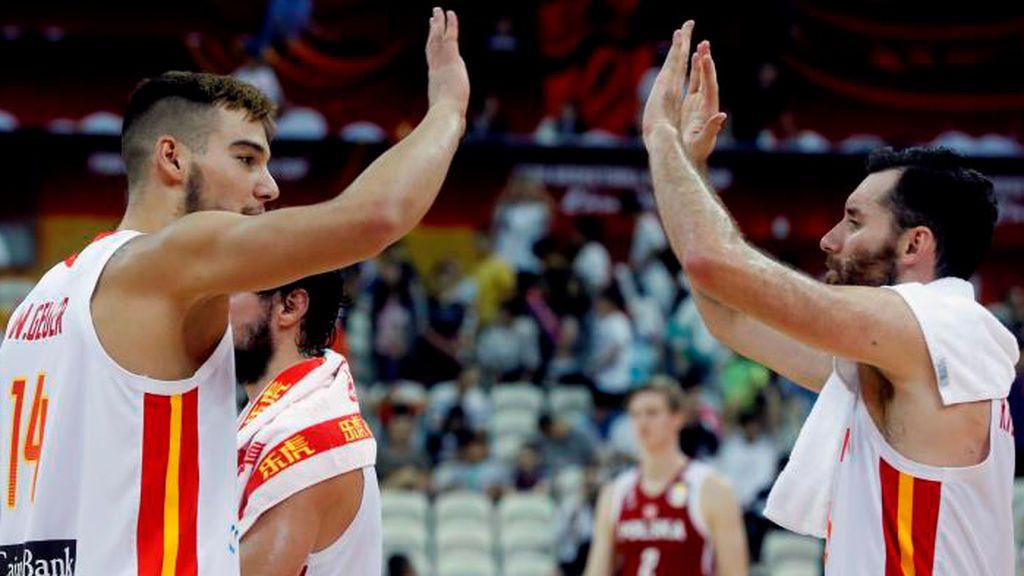 Sánchez e Iglesias se evaden del fracaso de la negociación viendo baloncesto