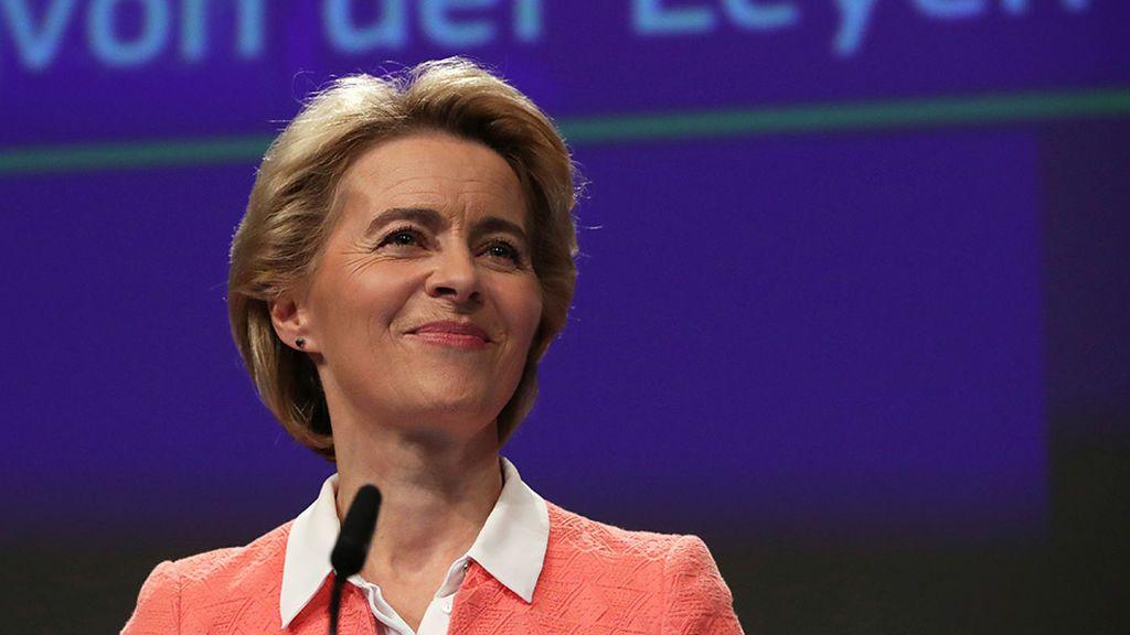 Von der Leyen reparte carteras en la Comisión  Europea más paritaria