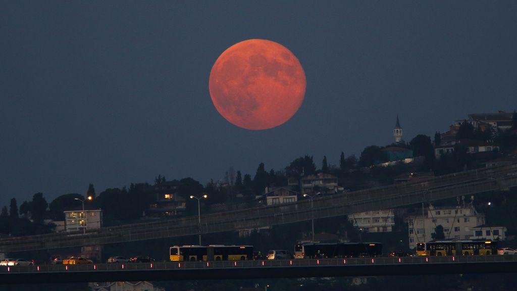 Viernes 13 y 'luna de cosecha': te contamos qué es y cómo verla