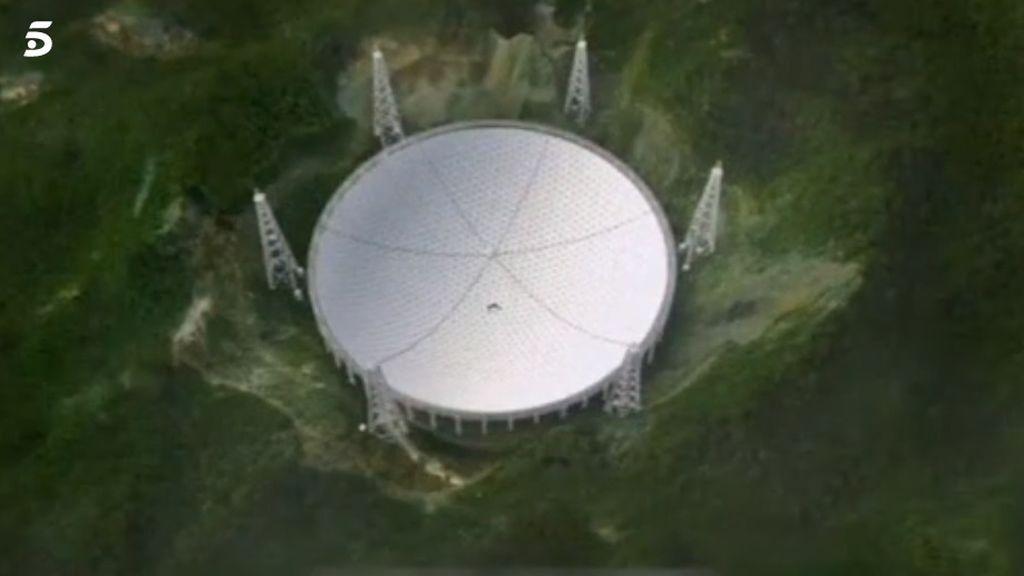 Las misteriosas señales espaciales que capta un telescopio gigante en China: se desconoce su origen