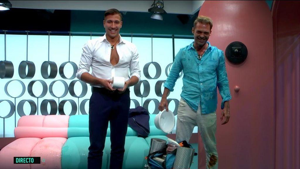 Hugo Castejón y Gianmarco pasarán la noche en el confe con papel higiénico y un orinal