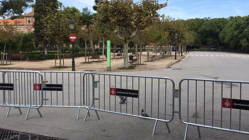 Vallas frente al Parlament de Cataluña.