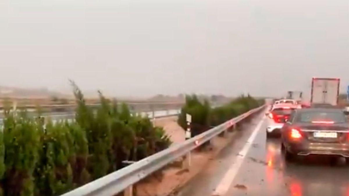 Pantanos desbordados y autopistas anegadas, los efectos de la gota fría