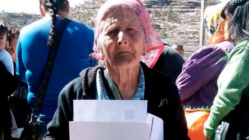 La tierna historia de Ernestina, de 81 años: se saca el graduado escolar para enseñar a su comunidad indígena