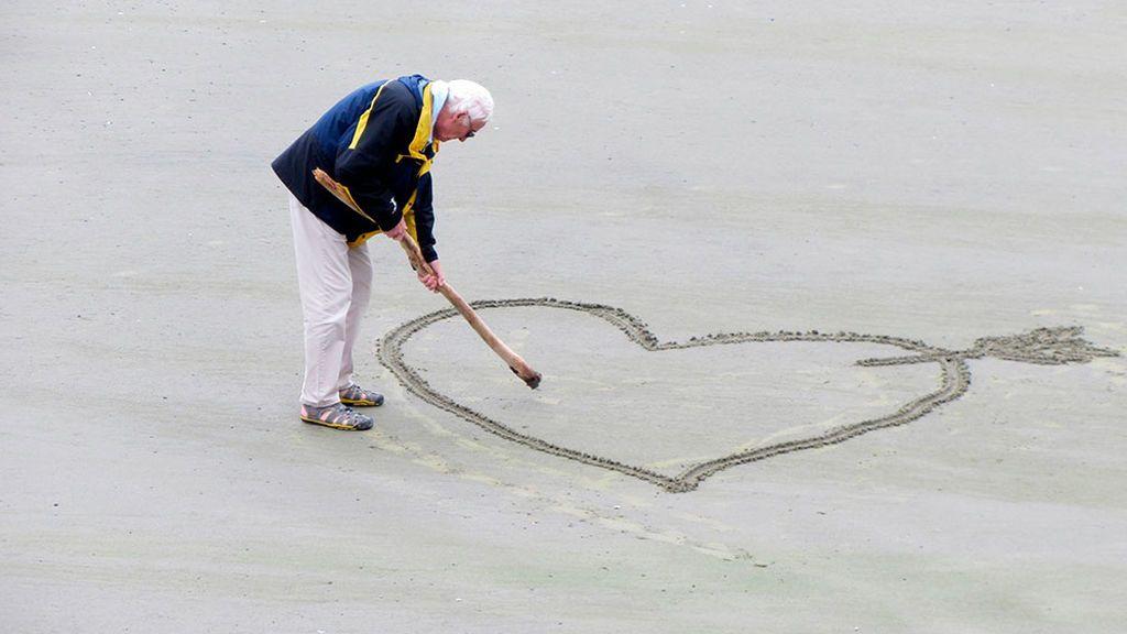 Alzheimer, la enfermedad del cerebro que se trata con el corazón