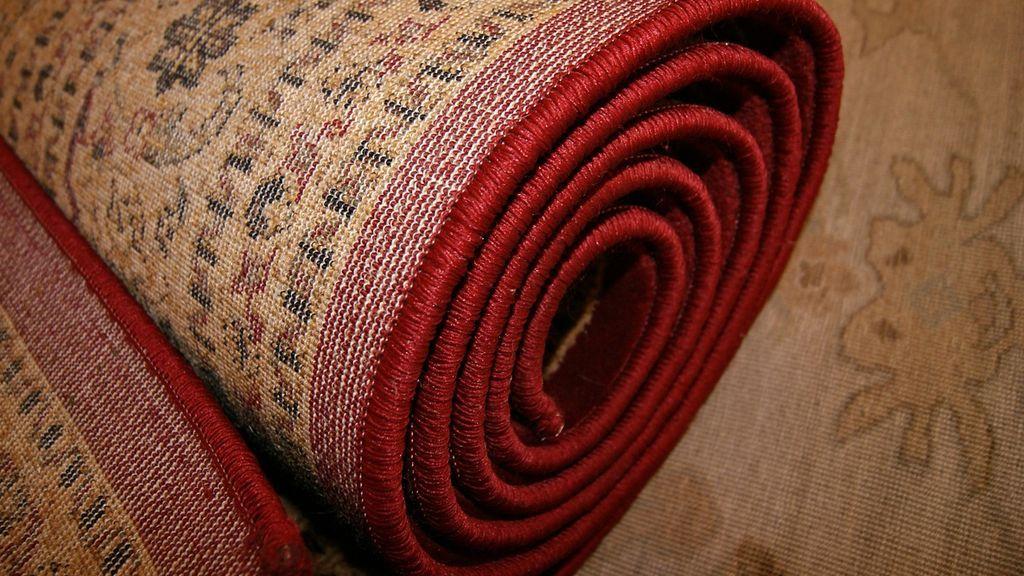 El espeluznante hallazgo en el interior de una alfombra en plena calle: el cadáver de un hombre de 27 años