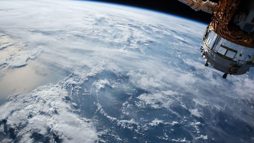 Científicos rusos desarrollan sistemas de aparatos capaces de retirar la basura cósmica de la Tierra