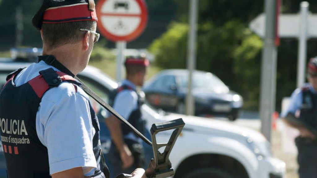 Buscan a cinco personas huidas y cargadas con subfusiles tras un tiroteo en Figueres que deja tres heridos