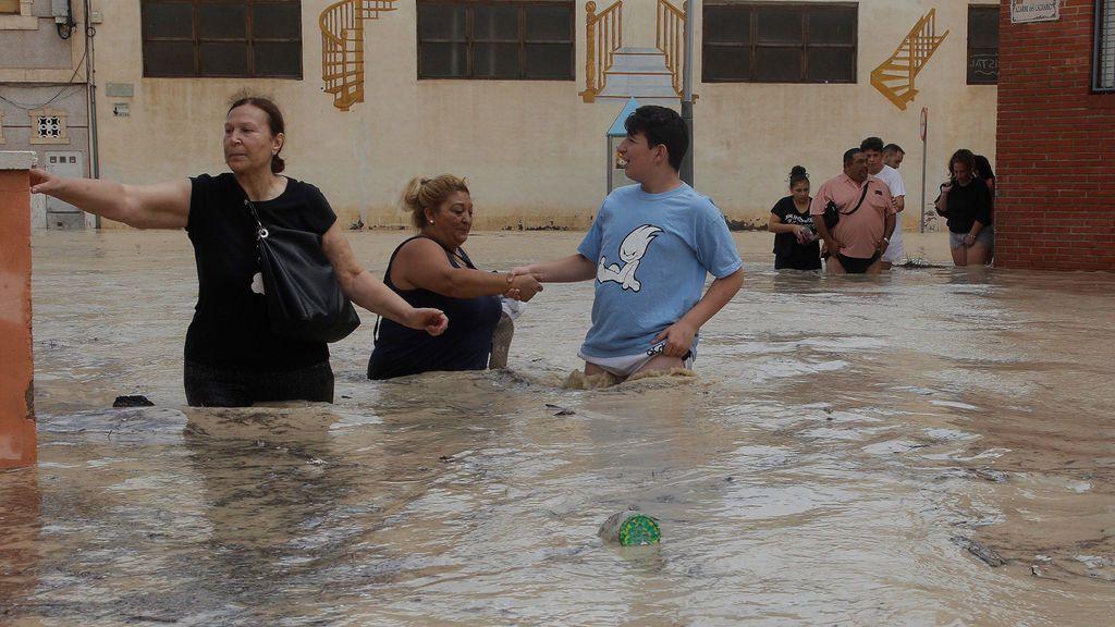 La gota fría al minuto: se desborda el Segura a su paso por Orihuela y  suben a cinco las víctimas