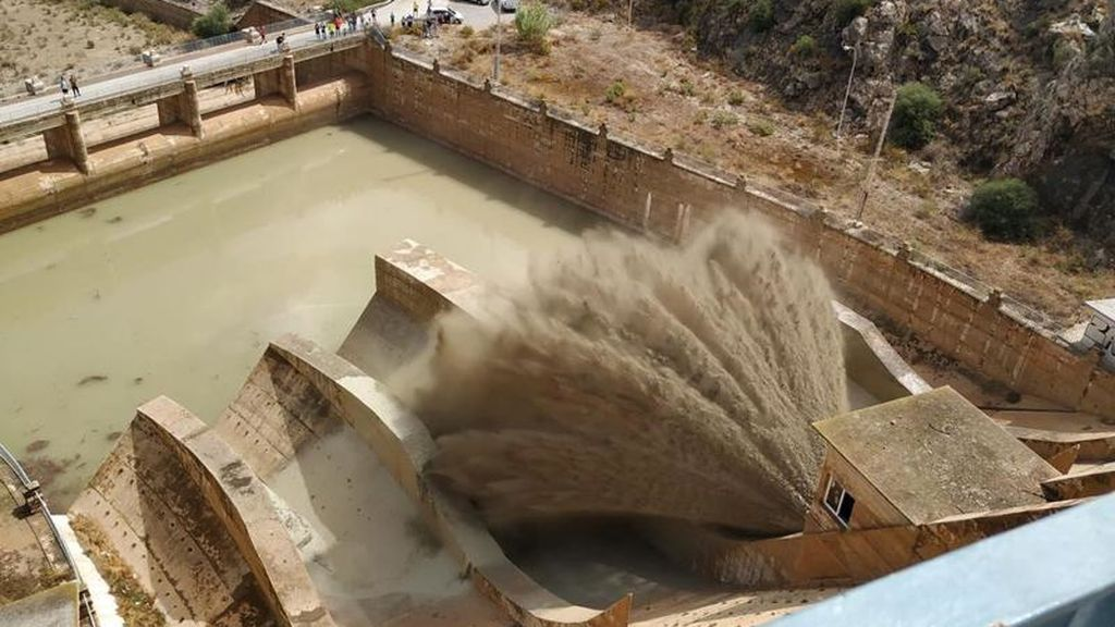 Se libera agua de la presa de Santomera, cerca de Murcia