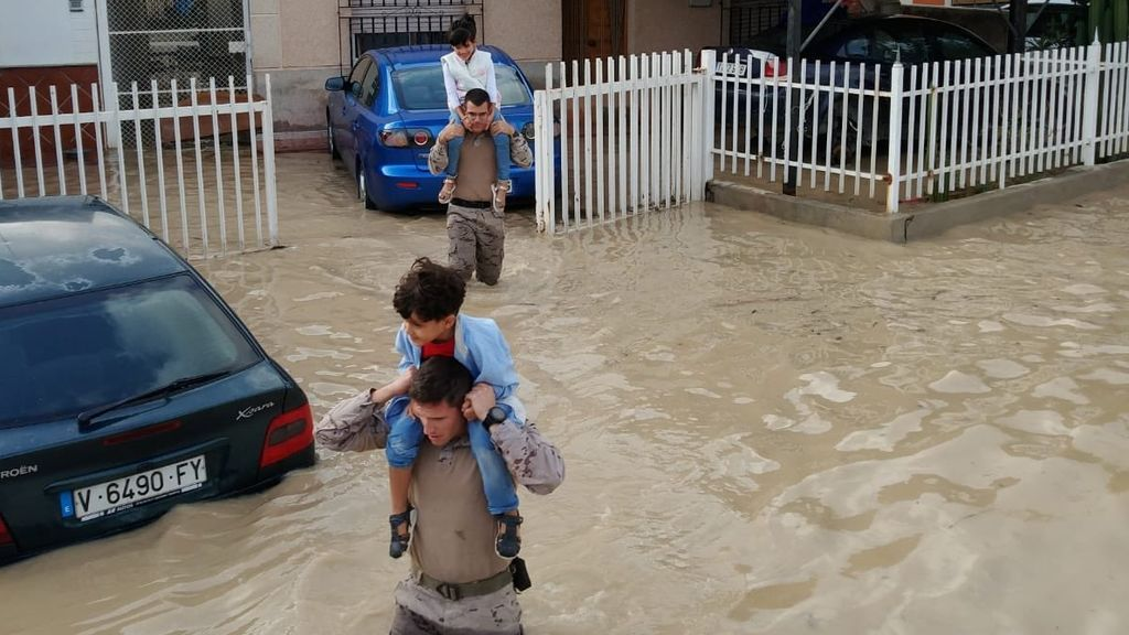 Solidaridad y tragedia: Las dos caras de la devastadora gota fría en imágenes