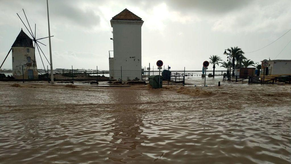 Molinos De Quintín y Calcetera en la locadidad murciana de San Pedro del Pinatar, inundados a causa del temporal