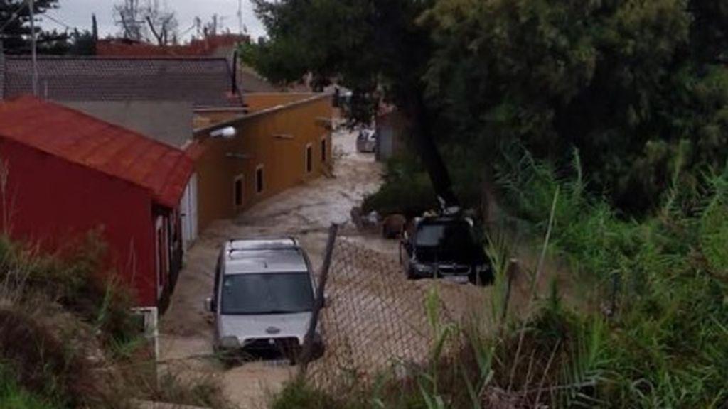 Las fuertes lluvias torrenciales obligan a desalojar Almoradí